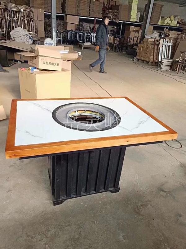 一锅香火锅桌椅如何来实现自身的美观性